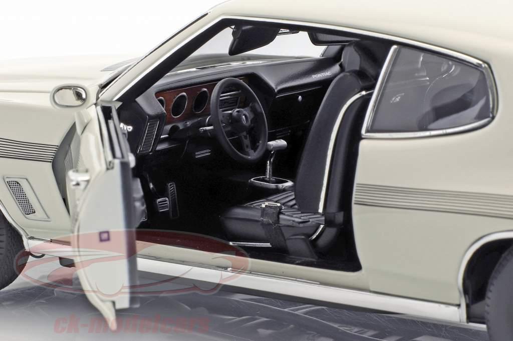 Pontiac LeMans GTO year 1972 white 1:18 GMP