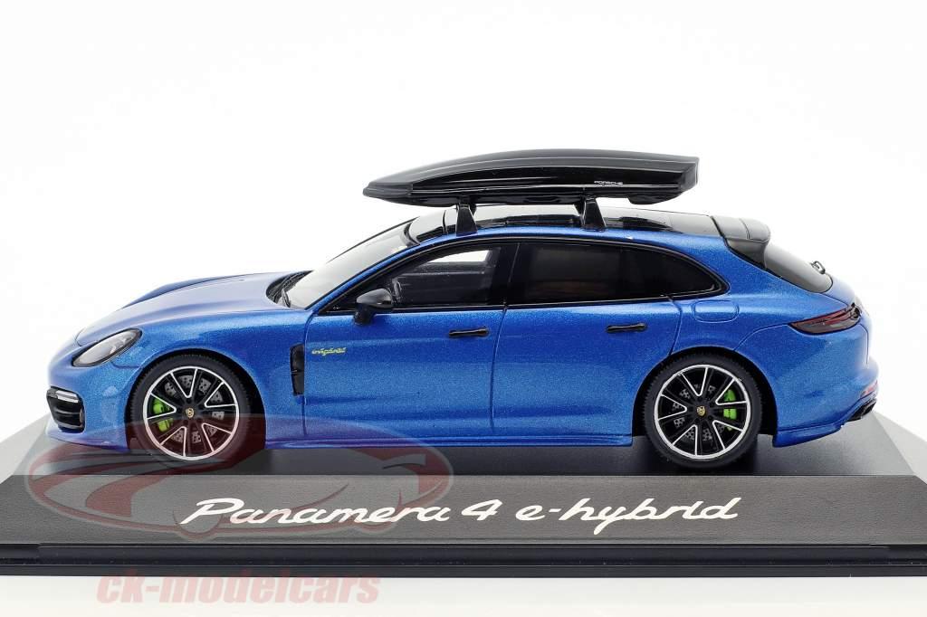 Porsche Panamera 4 E-Hybrid ST mit Dachbox blau metallic 1:43 Spark