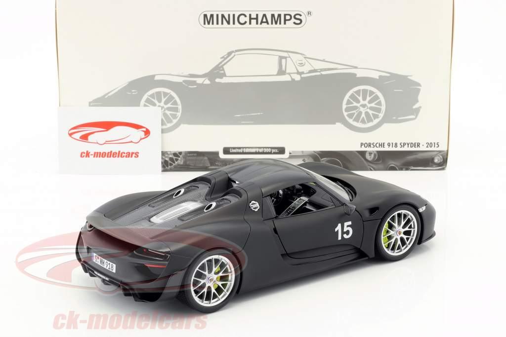 Porsche 918 Spyder Weissach Package Baujahr 2015 mattschwarz 1:18 Minichamps