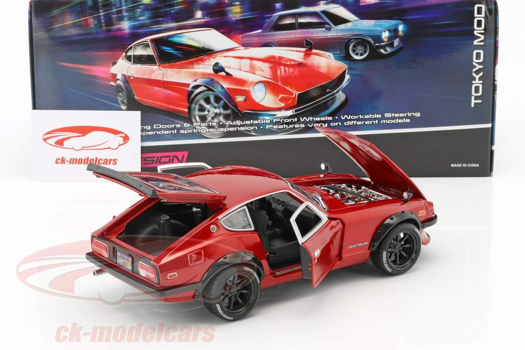 Datsun 240Z anno di costruzione 1971 Tokyo Mod rosso metallico 1:18 Maisto