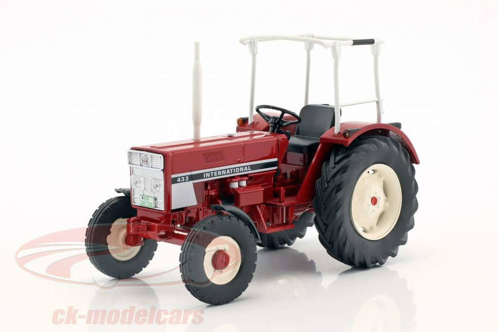 International 433 tractor with safety bar red 1:32 Schuco