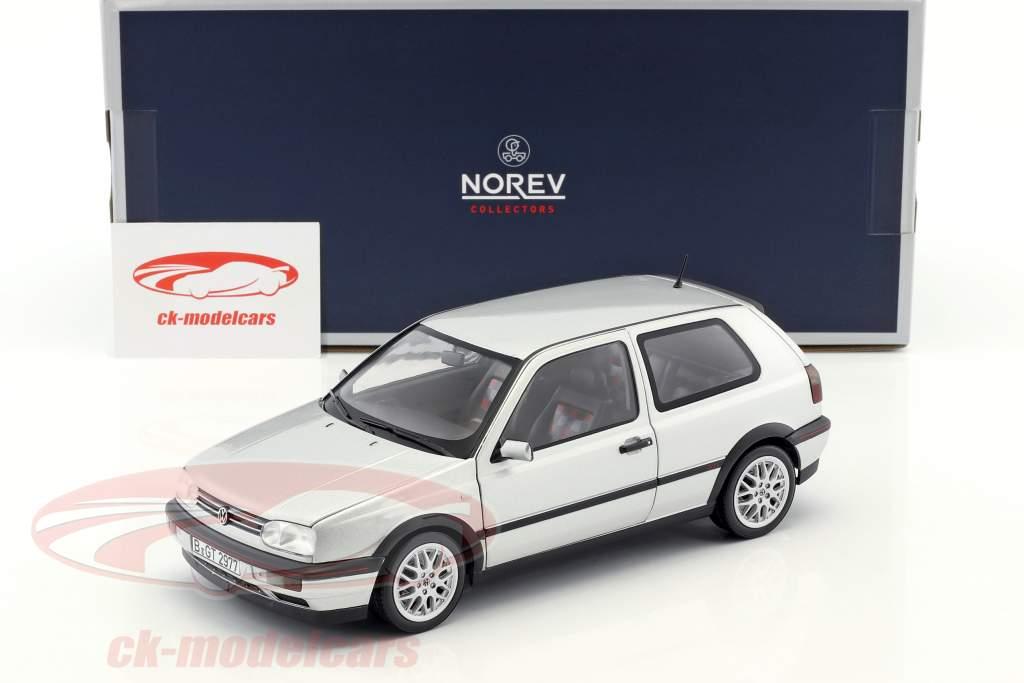 Volkswagen VW Golf III GTI Baujahr 1996 20 Jahre GTI silber metallic 1:18 Norev