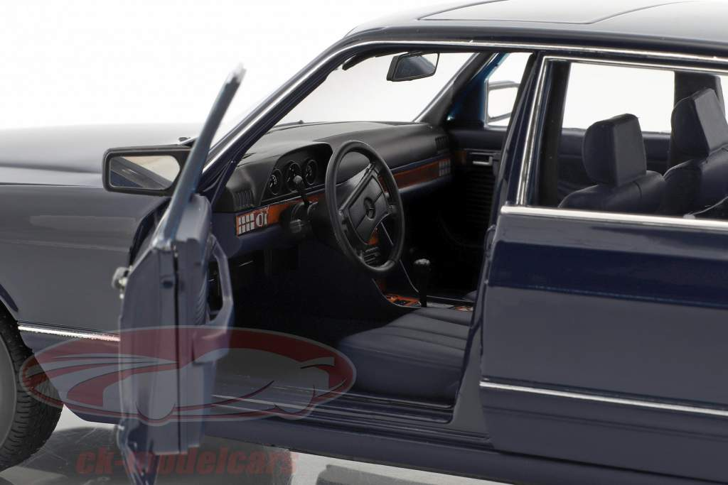 Mercedes-Benz 560 SEL W126 anno di costruzione 1991 blu scuro 1:18 Norev