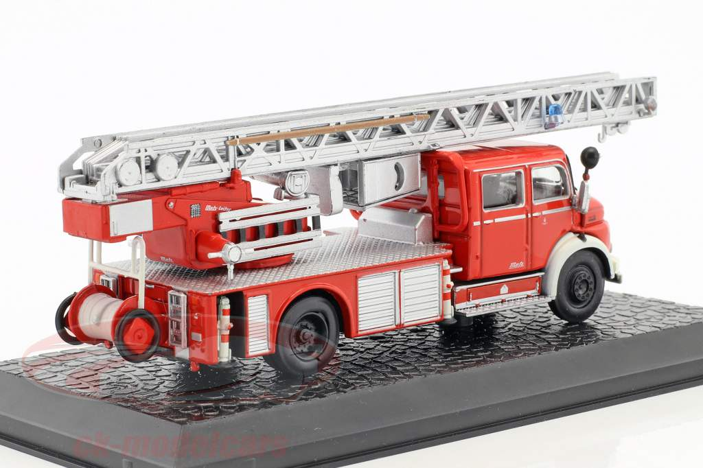 Mercedes-Benz L1519 fire Department with ladder red 1:72 Atlas