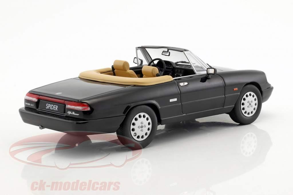 Alfa Romeo Spider 4 mit abnehmbarem Softtop Baujahr 1990 schwarz 1:18 KK-Scale