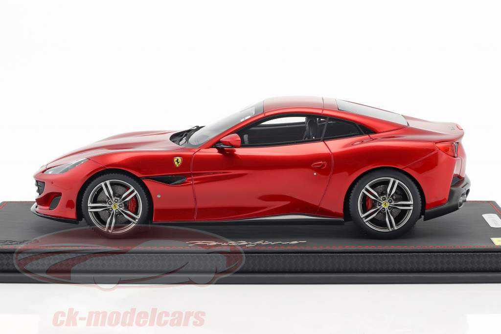Ferrari Portofino Closed Top anno di costruzione 2017 rosso fuoco 1:18 BBR