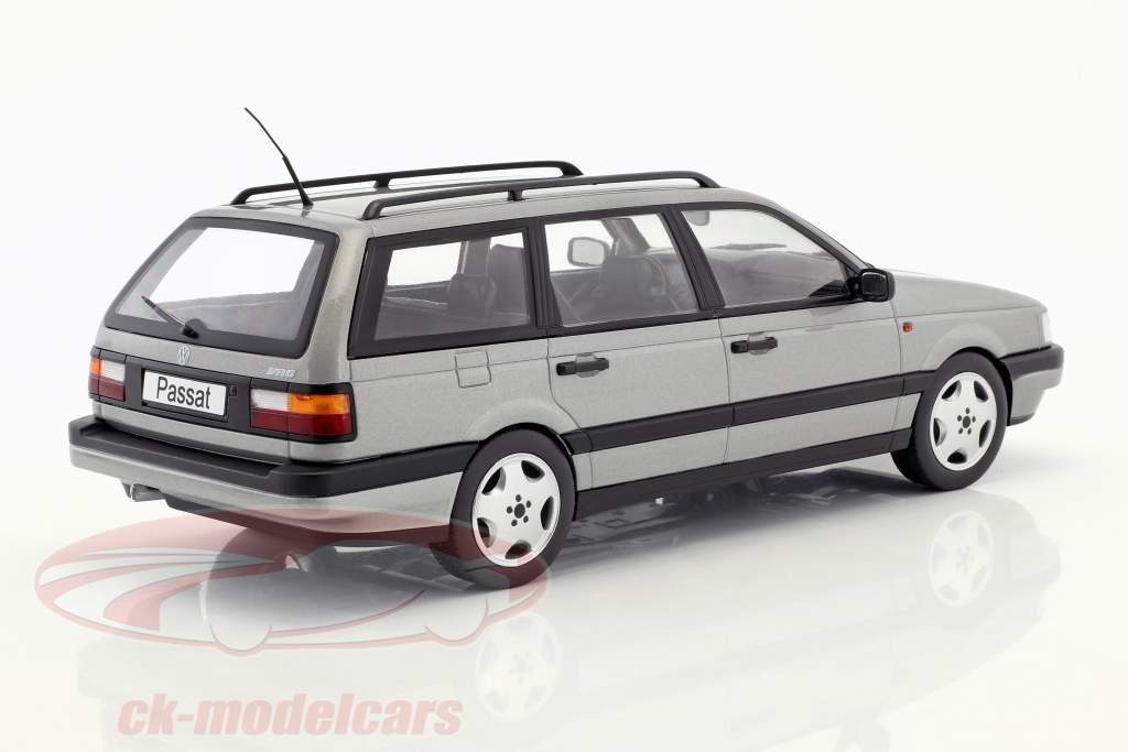 Volkswagen VW Passat B3 Variant jaar 1988 zilver 1:18 KK-Scale
