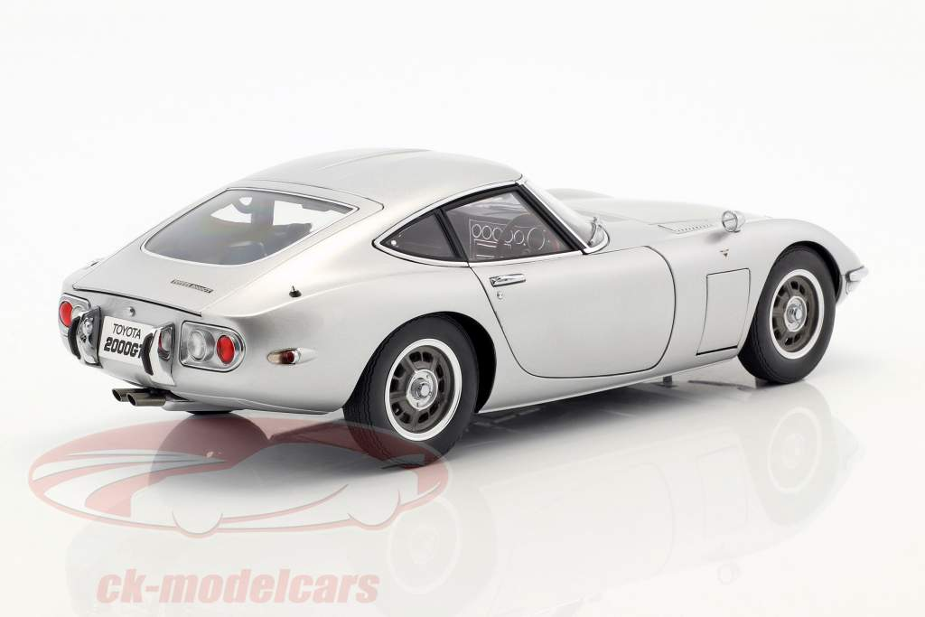 Toyota 2000 GT Coupe Baujahr 1965 silber 1:18 AUTOart