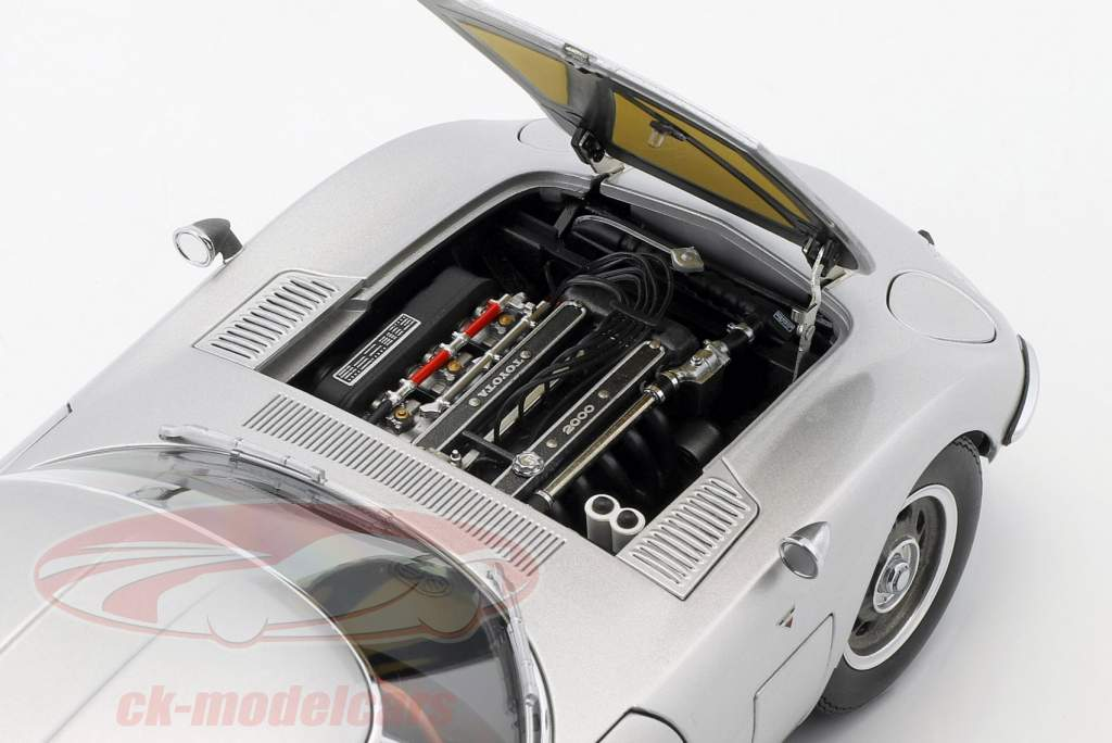 Toyota 2000 GT coupe Opførselsår 1965 sølv 1:18 AUTOart