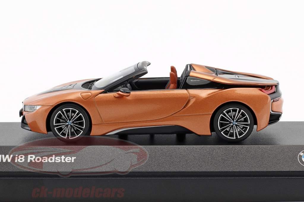 BMW i8 Roadster año de construcción 2018 cobre metálico / negro 1:43 Minichamps