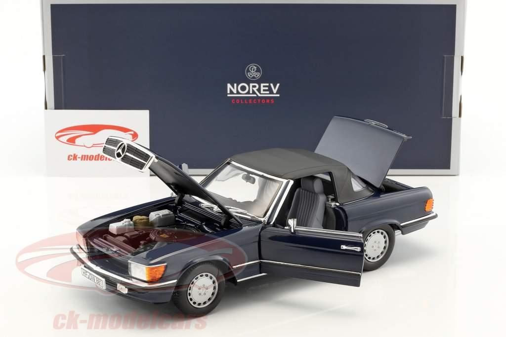 Mercedes-Benz 300 SL (R107) cabriolet con softtop anno di costruzione 1986 blu scuro 1:18 Norev