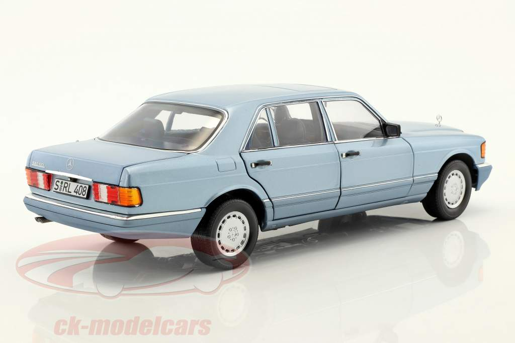Mercedes-Benz 560 SEL (W126) anno di costruzione 1991 perla blu metallico 1:18 Norev