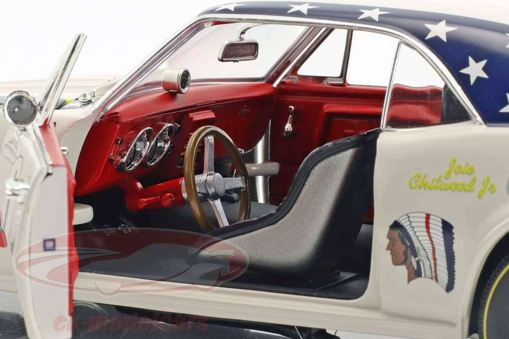 Chevrolet Camaro #1 Bouwjaar 1967 Joie Chitwood Chargin Cherokee wit 1:18 GMP