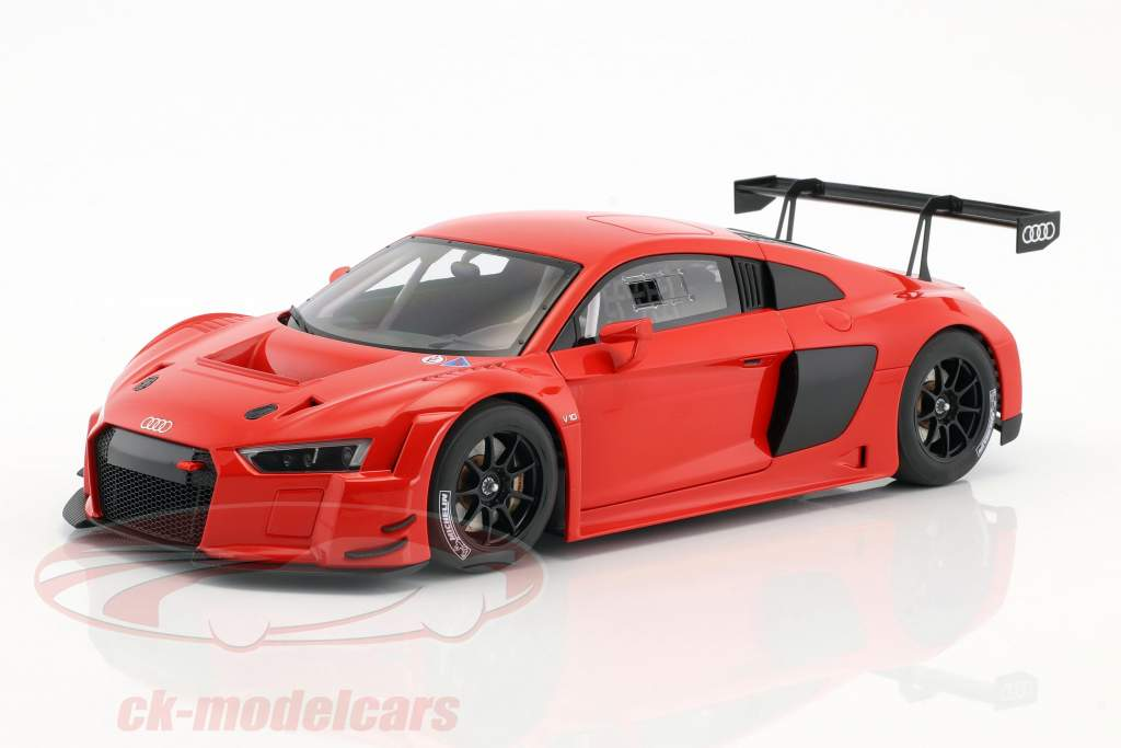 Audi R8 LMS Plain Body Version year 2016 red 1:18 AUTOart