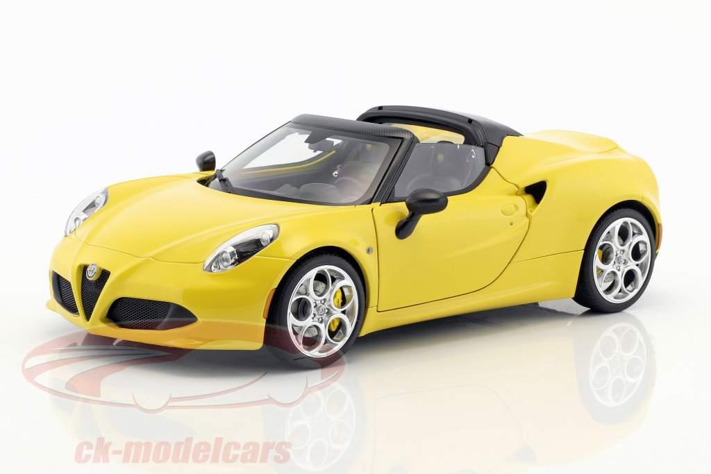 Alfa Romeo 4C Spider con desmontable superior año de construcción 2015 amarillo 1:18 AUTOart