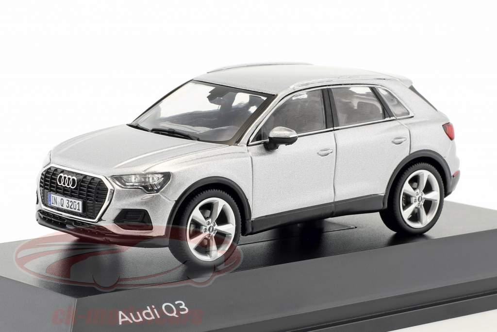 Audi Q3 floret sølv 1:43 Spark