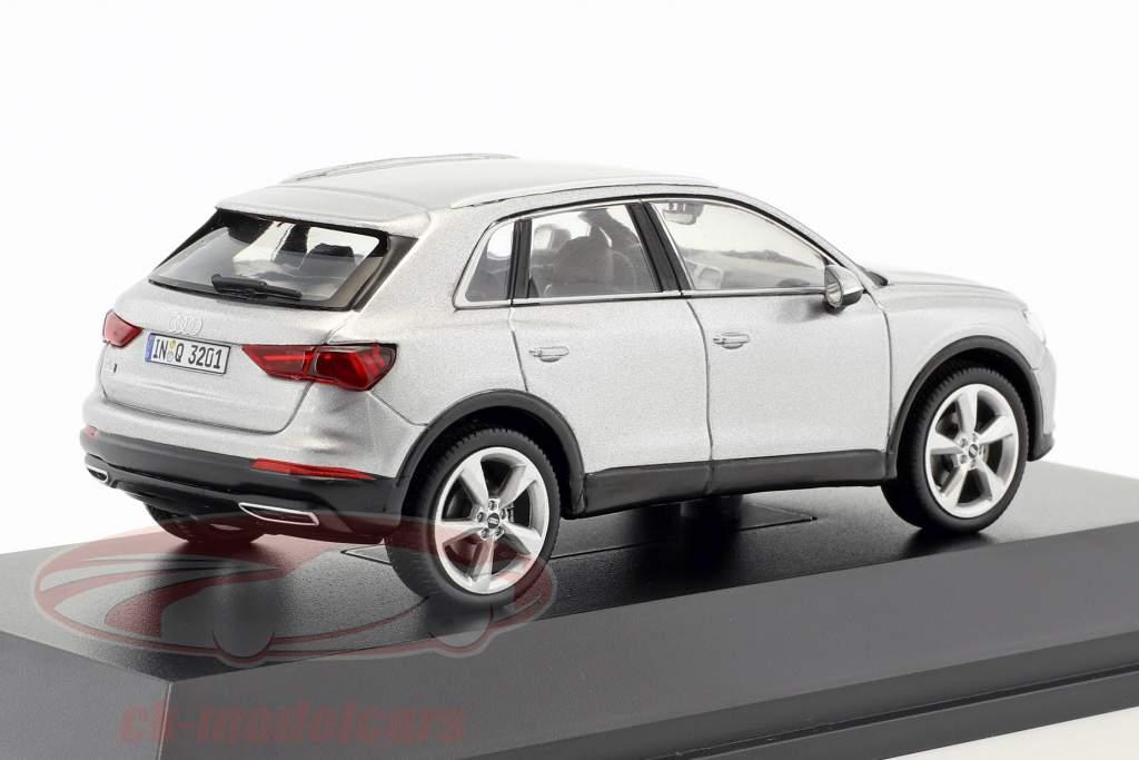 Audi Q3 florzinha prata 1:43 Spark