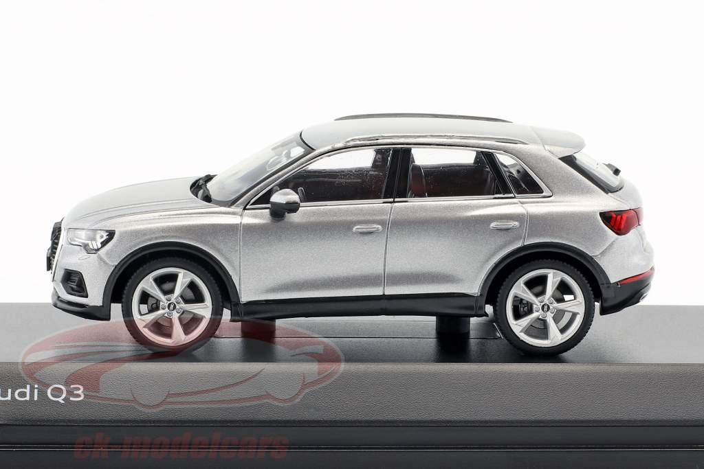 Audi Q3 bloem zilver 1:43 Spark