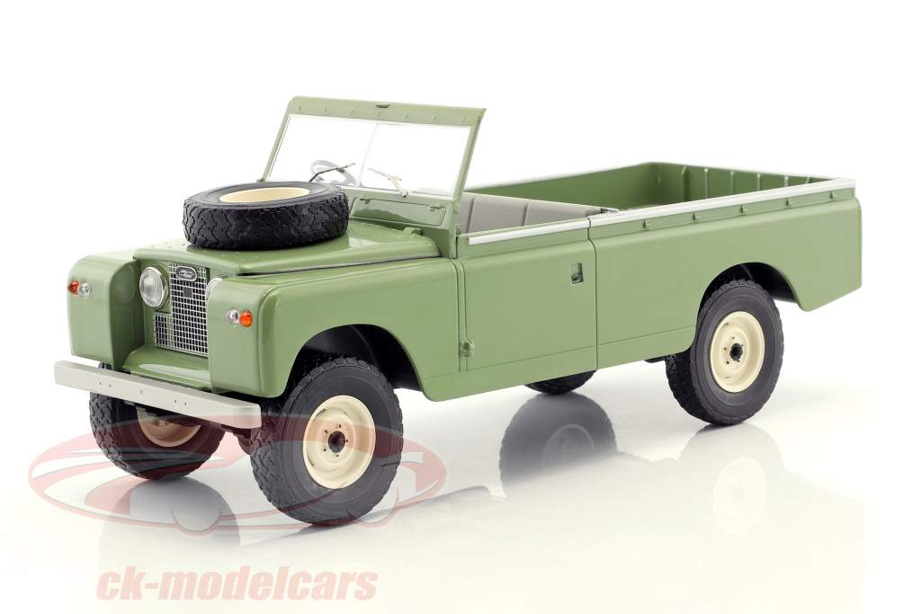 Land Rover 109 Series II Pick-Up RHD year 1959 bright olive 1:18 Model Car Group
