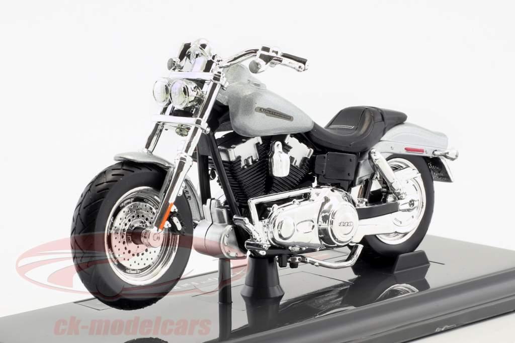 Harley-Davidson FXDFSE CVO Fat Bob Bouwjaar 2009 zilver / zwart 1:18 Maisto