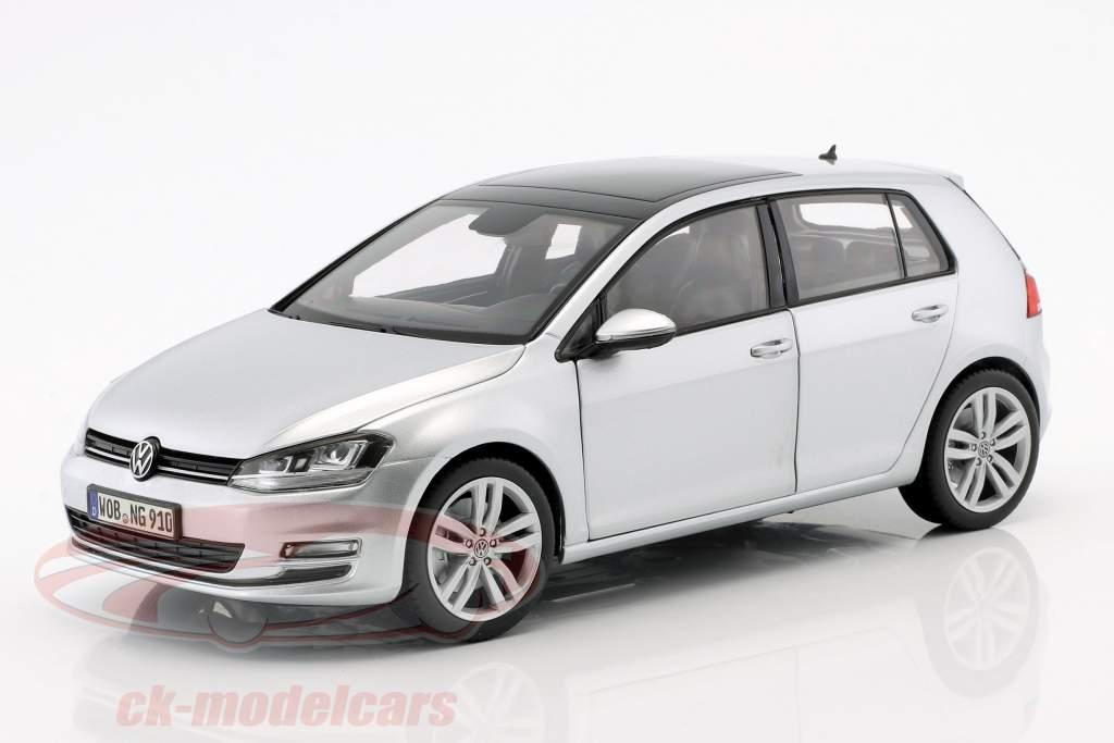 Volkswagen VW Golf VII Baujahr 2013 reflexsilber 1:18 Norev