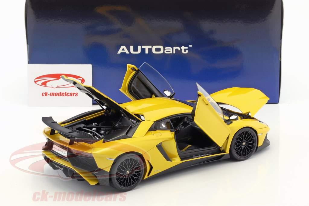 Lamborghini Aventador LP750-4 SV year 2015 yellow 1:18 AUTOart