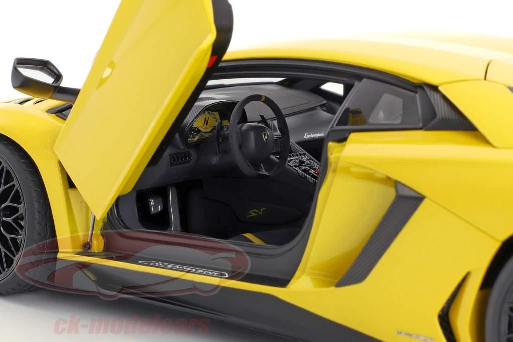 Lamborghini Aventador LP750-4 SV Bouwjaar 2015 geel 1:18 AUTOart