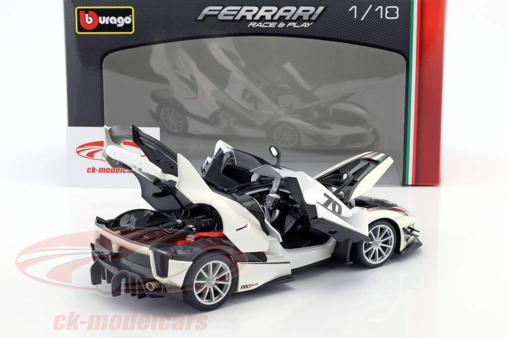 Ferrari FXX-K Evoluzione #70 Opførselsår 2018 hvid metallisk / sort 1:18 Bburago