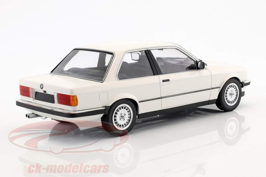 BMW 323i année de construction 1982 blanc 1:18 Minichamps