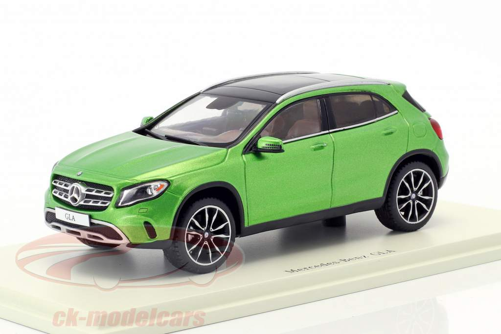 Mercedes-Benz GLA-Klasse 250 Baujahr 2017 grün 1:43 Spark
