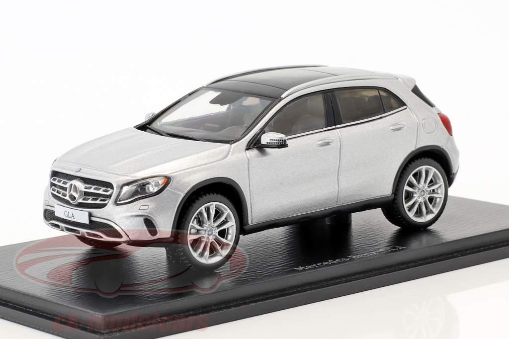 Mercedes-Benz GLA-Class 250 anno di costruzione 2017 argento 1:43 Spark