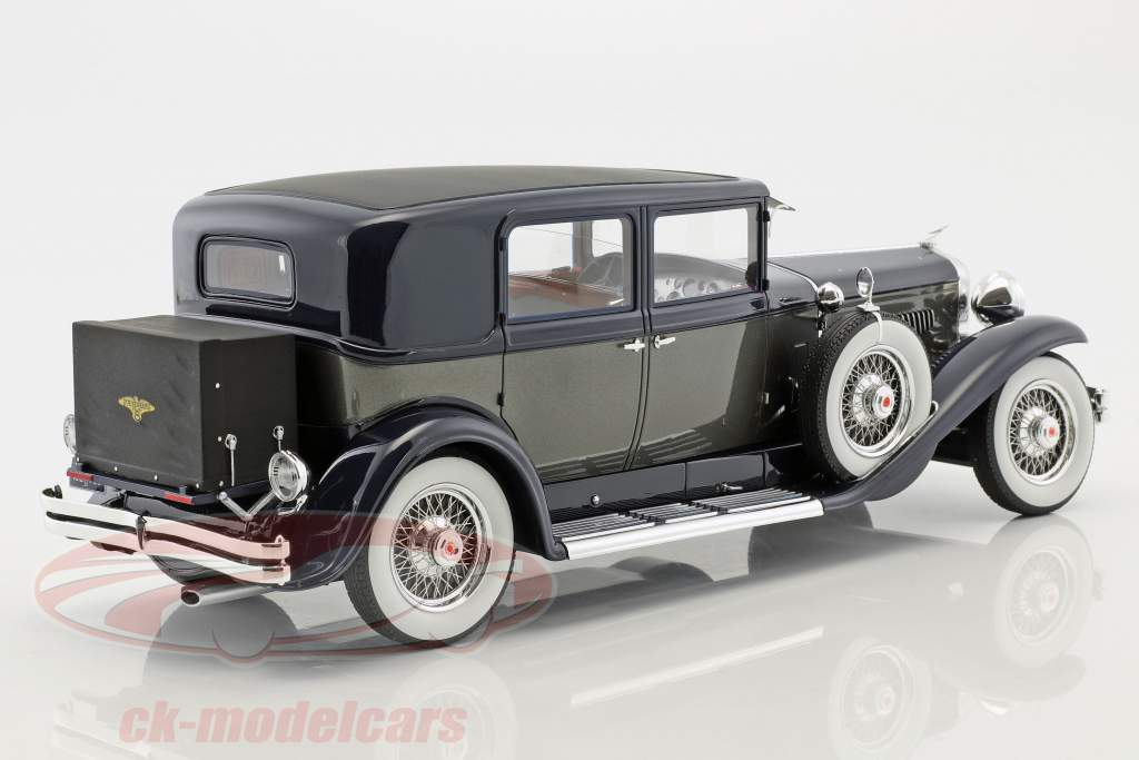 Duesenberg Model J Willoughby Berline année de construction 1937 noir / argent 1:18 Neo