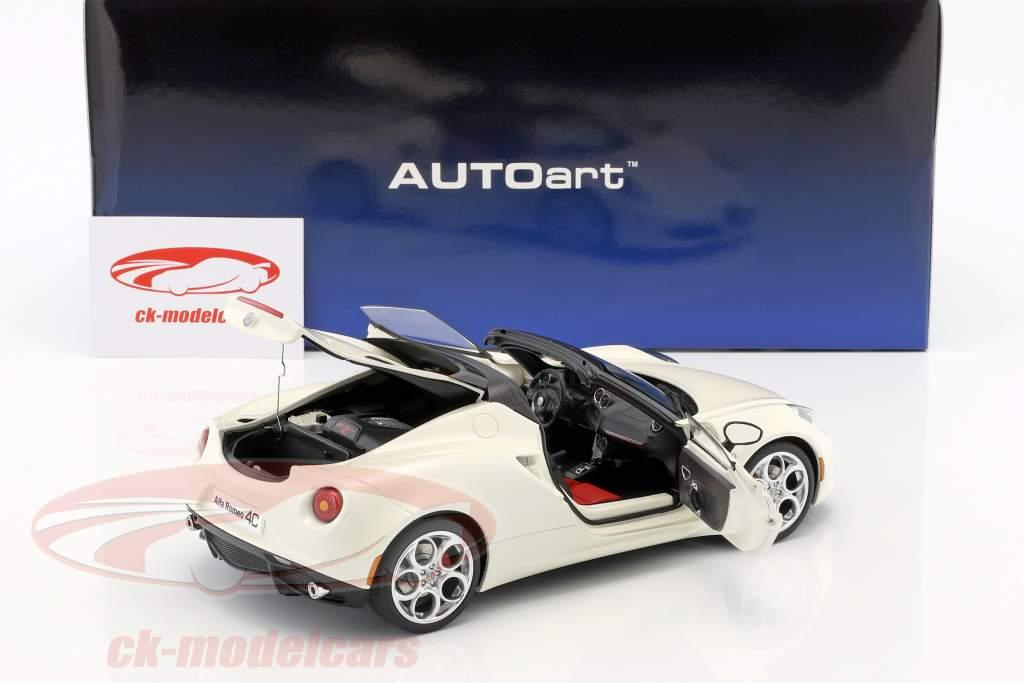 Alfa Romeo 4C Spider mit abnehmbarem Dach Baujahr 2015 weiß 1:18 AUTOart