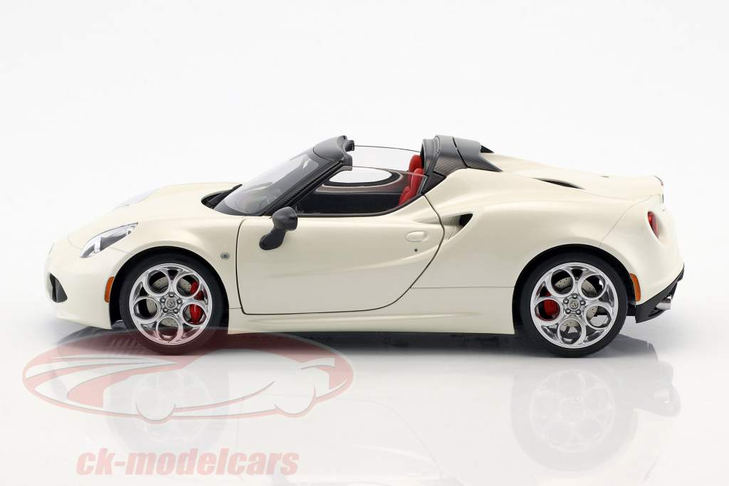Alfa Romeo 4C Spider con removibile top anno di costruzione 2015 bianco 1:18 AUTOart