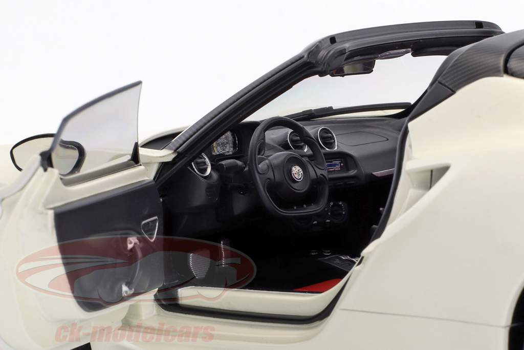 Alfa Romeo 4C Spider with removable Top year 2015 white 1:18 AUTOart