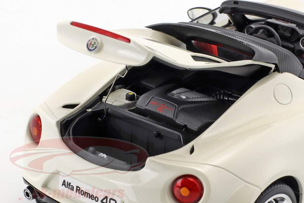 Alfa Romeo 4C Spider met verwijderbaar top Bouwjaar 2015 wit 1:18 AUTOart