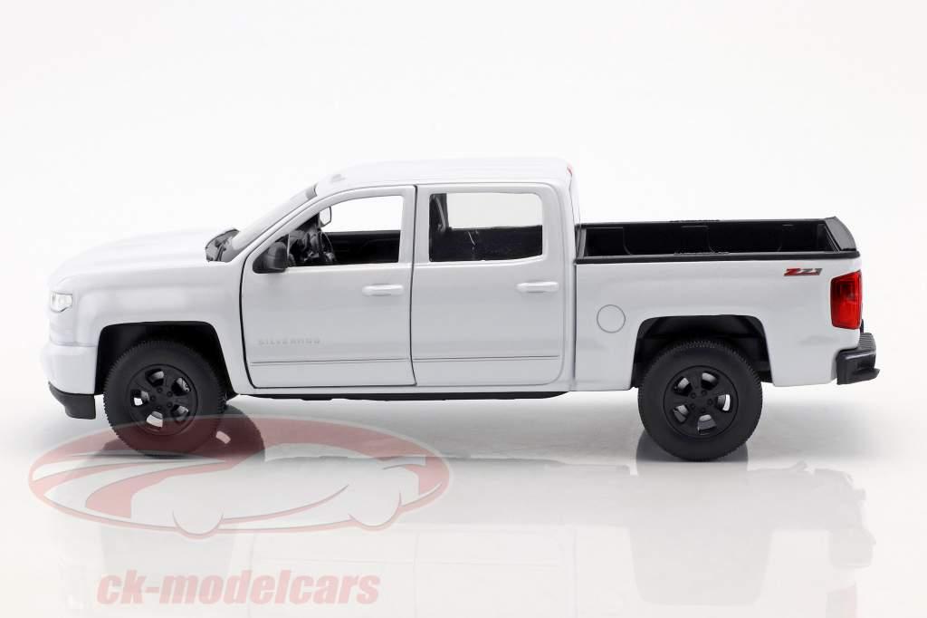Chevrolet Silverado year 2017 white 1:24 Welly
