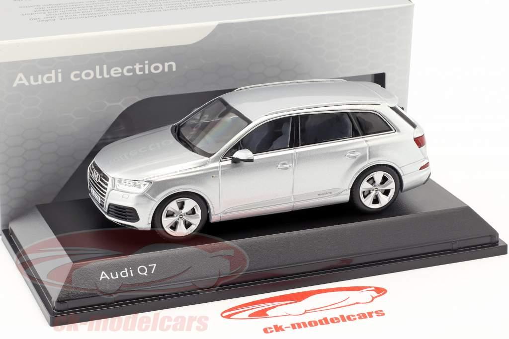Audi Q7 An 2015 feuille argent 1:43 Spark