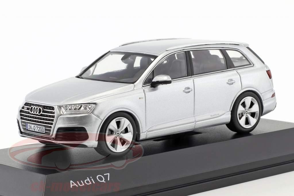 Audi Q7 Ano 2015 florete prata 1:43 Spark
