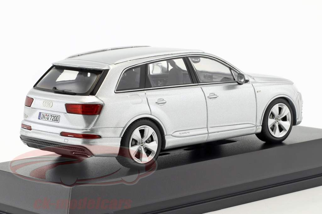 Audi Q7 År 2015 folie sølv 1:43 Spark