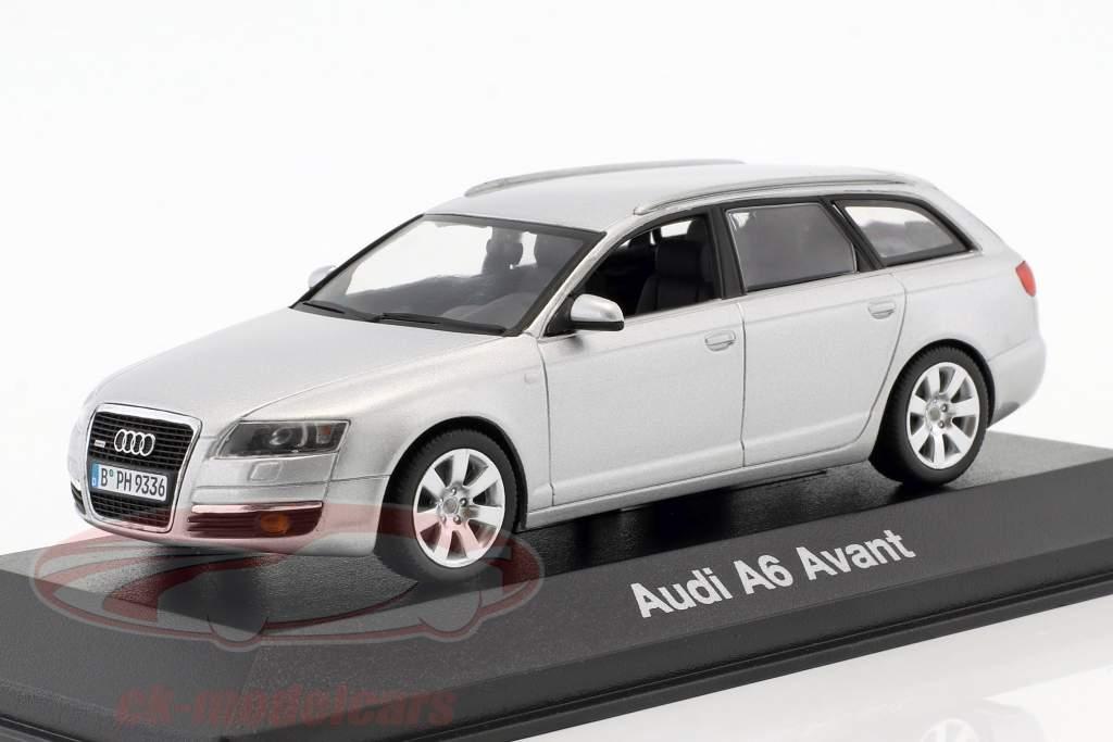Audi A6 Avant 2004 prata metálica 1:43 Minichamps