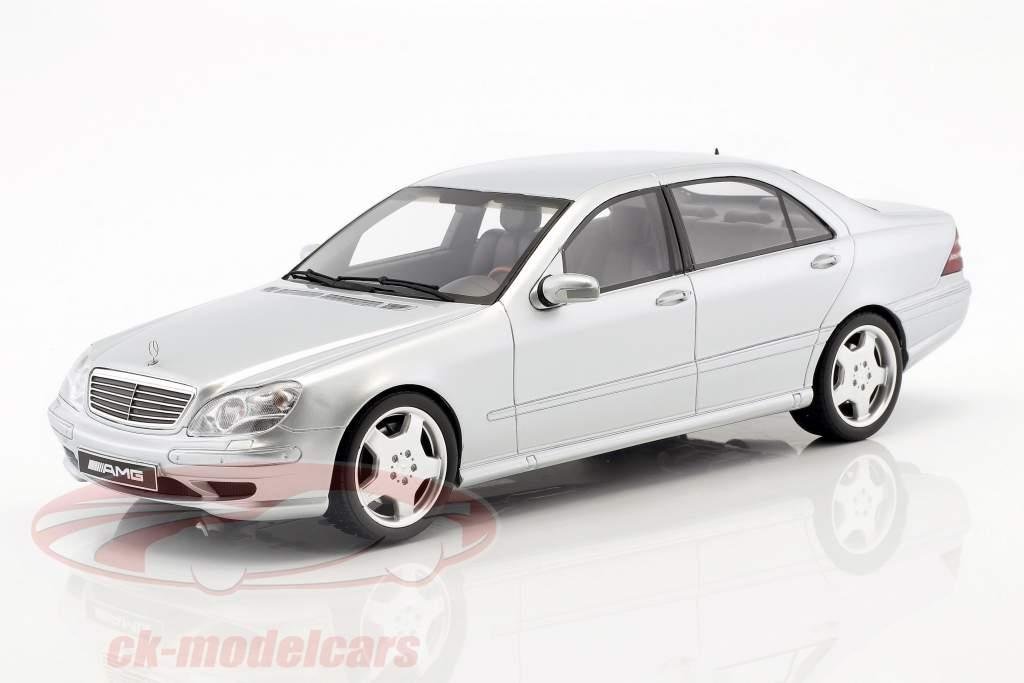 Mercedes-Benz S55 AMG (W220) Opførselsår 2000 strålende sølv 1:18 OttOmobile