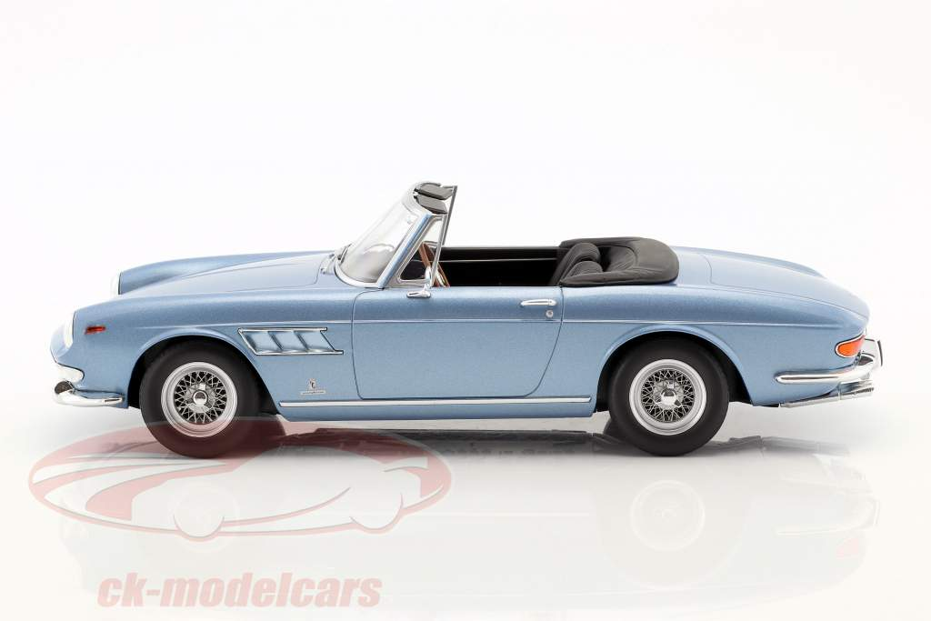 Ferrari 275 GTS/4 Pininfarina Spyder met spaakwielen Bouwjaar 1964 lichtblauw metallic 1:18 KK-Scale