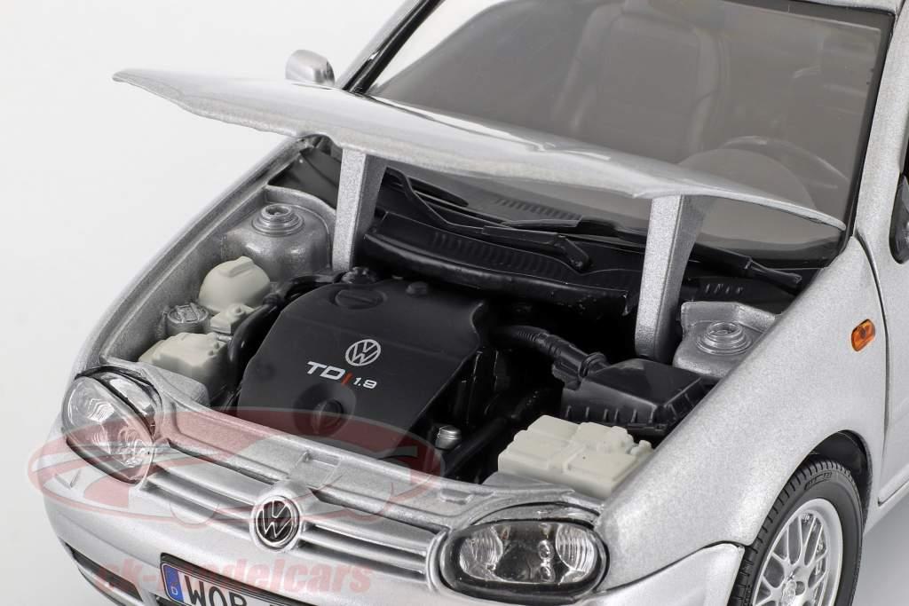 Volkswagen VW Golf IV silver metallic 1:18 Revell