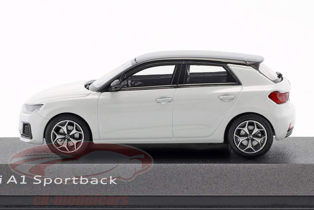 Audi A1 Sportback GB année de construction 2018 blanc glacier 1:43 iScale