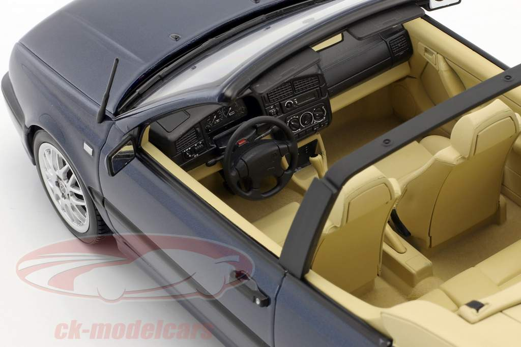 Volkswagen VW Golf 3 Cabriolet Baujahr 1995 dunkelblau metallic 1:18 Norev
