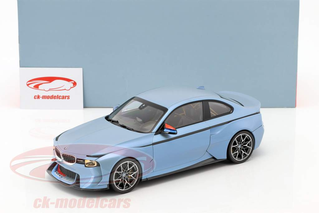 BMW 2002 Hommage Collection ice-blue metallic 1:18 Norev