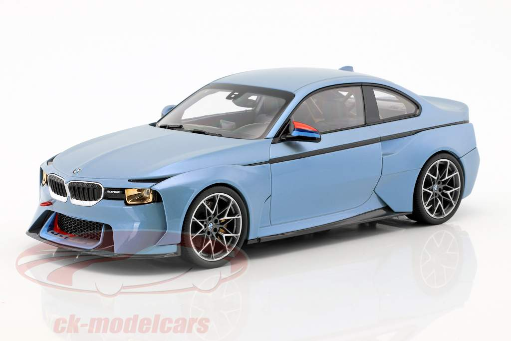 BMW 2002 Hommage Collection ijsblauwe metalen 1:18 Norev