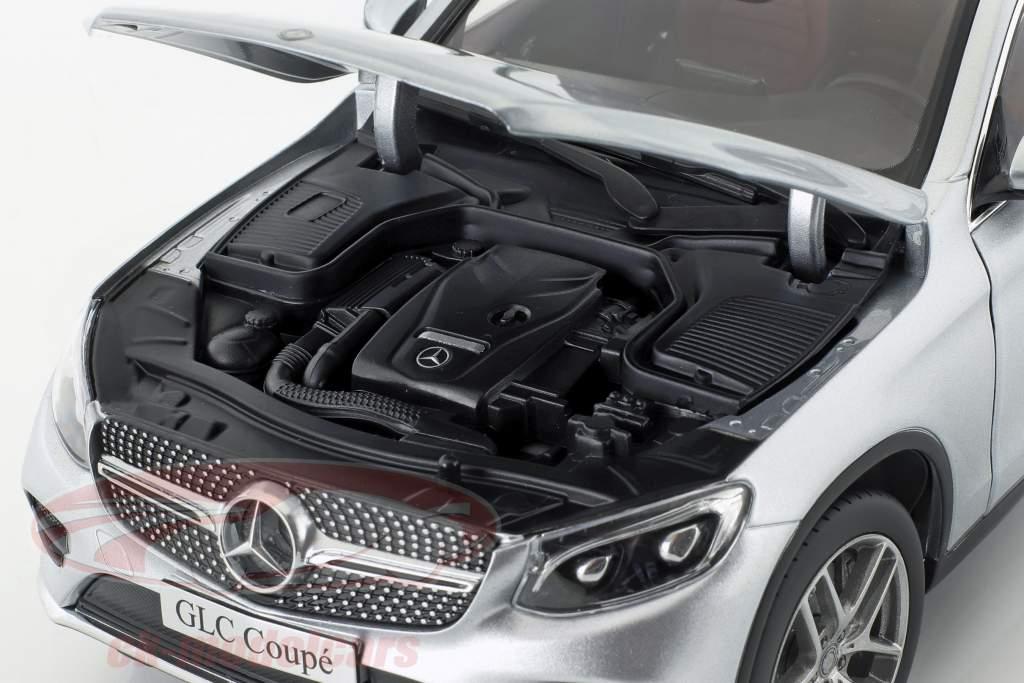Mercedes-Benz GLC Coupe (C253) år 2016 diamant sølv 1:18 iScale