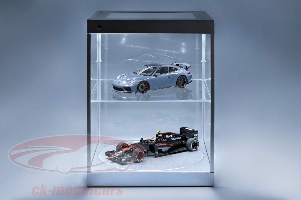 single vitrine en draaiend tafel voor modelauto's in schaal 1:18 zilver Triple9